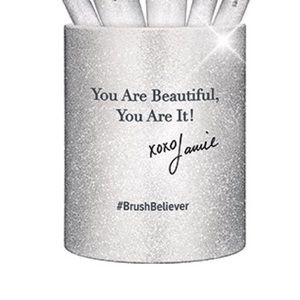 It Cosmetics Holiday 2017 Silver Brush Cup